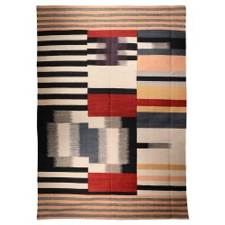 Oversize contemporary rug