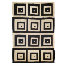 Graphic rug black and white